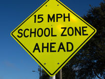 Het Waarschuwingsbord van de schoolmaximum snelheid Stock Afbeelding
