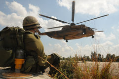 Het wachten aan helikopter Stock Fotografie