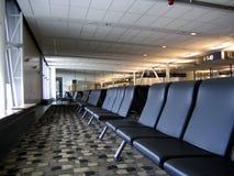 Het wachten bij de luchthaven Stock Afbeeldingen