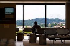Het wachten bij luchthaven stock foto's