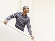 Het wachten en het longing voor iemand door de trappen. royalty-vrije stock foto