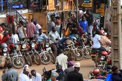 Het wachten Motorfiets Taxis op Straat Stock Foto's