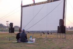 Het wachten om het filmscherm en spreker te zien Stock Foto's