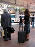 Het wachten op de bus stock afbeelding