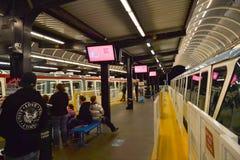 Het wachten op de Monorail op het Centrum van Seattle Royalty-vrije Stock Fotografie
