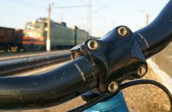 Het wachten op de trein Stock Fotografie