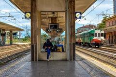 Het wachten op de Trein - Ferrara Royalty-vrije Stock Foto