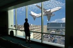 Het wachten op de vlucht Stock Foto's