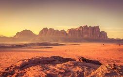 Het wachten op de Zonsondergang in Wadi Rum Stock Foto