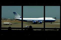 Het wachten op een vlucht Royalty-vrije Stock Foto