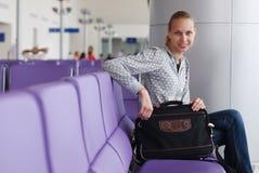 Het wachten op een vlucht Royalty-vrije Stock Foto's