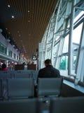 Het wachten op het inschepen vlucht Stock Foto's