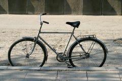 Het wachten van de fiets stock foto's