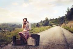 Het wachten van de maniervrouw Stock Fotografie