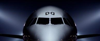Het wachten van het vliegtuig om op te stijgen stock foto's