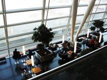 Het wachten zitkamer in de luchthaven royalty-vrije stock fotografie
