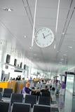 Het wachten zitkamer in een luchthaven royalty-vrije stock afbeelding
