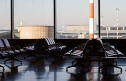 Het wachten zitkamer in luchthaven Stock Afbeelding