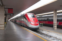 Het wachtende station van Frecciargento in Florence Royalty-vrije Stock Afbeeldingen