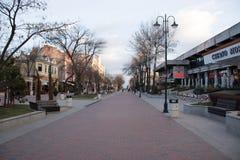 Het wandelen onderaan stad Royalty-vrije Stock Afbeelding