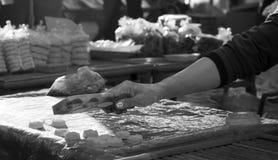Het wapen van een gebakjechef-kok Stock Foto