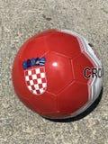 Het wapenschild van Kroatië op voetbalbal royalty-vrije stock foto