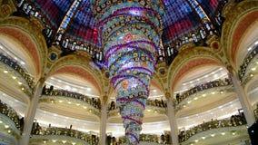 Het warenhuis van Galeries Lafayette, Parijs, Frankrijk, stock videobeelden