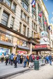 Het Warenhuis van Macy in Herald Square in Manhattan met de vertoningen van het vakantievenster royalty-vrije stock afbeelding