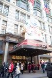 Het Warenhuis van Macy in Herald Square in Manhattan met de vertoningen van het vakantievenster royalty-vrije stock fotografie