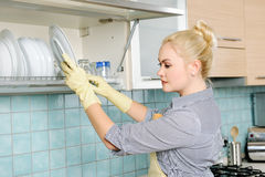 Het wassen van de schotels Stock Afbeeldingen
