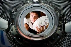 Het wassen van de vuile kleren stock foto's
