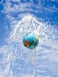 Het water beweegt de wereld Stock Foto's
