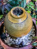 Het water geven in de Tuin stock afbeeldingen