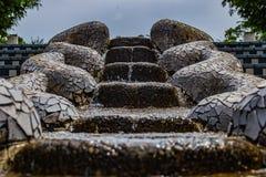 Het water rolt de stappen in Yamashita-park, Yokohama naar beneden royalty-vrije stock afbeelding