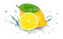 Het water van de citroenplons Royalty-vrije Stock Fotografie