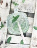 Het water van de limonademunt goot vers royalty-vrije stock foto