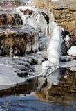 Het water van het ijs en van de stroom Stock Foto's