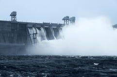 Het water van het terugstellen op hidroelectric Royalty-vrije Stock Afbeeldingen