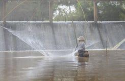 Het water van vissersfishing in Stock Afbeelding