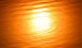 Het water vertroebelde bezinning van de zon Stock Afbeeldingen