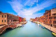 Het waterkanaal van Venetië in Cannaregio Italië stock foto
