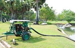 Het waterpomp van de motor in tuin Royalty-vrije Stock Fotografie