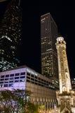 Het Watertoren van Chicago bij Nacht Stock Afbeelding