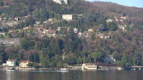 Het watervliegtuigvliegtuig stijgt van watervliegveld op van Como, Italië stock videobeelden