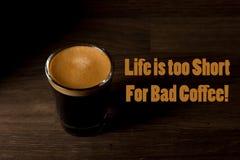 Citaten Koffie English : Grappige koffie memes zwarte als hel en snoepje als liefde stock