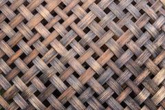 Het weefsel van de bamboemandenmakerij stock fotografie