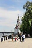 In het weekend het lopen langs de promenade Stock Afbeeldingen