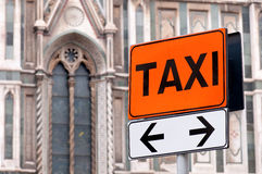 Het weelderige teken van de taxi Stock Foto's