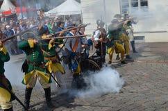 Het weer invoeren: Zweedse Carolean-militairen van 1700 Stock Fotografie