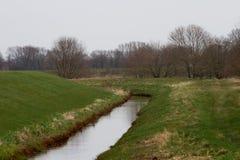 Het Weergeven op graaft gevuld met water in rhede emsland Duitsland royalty-vrije stock foto
